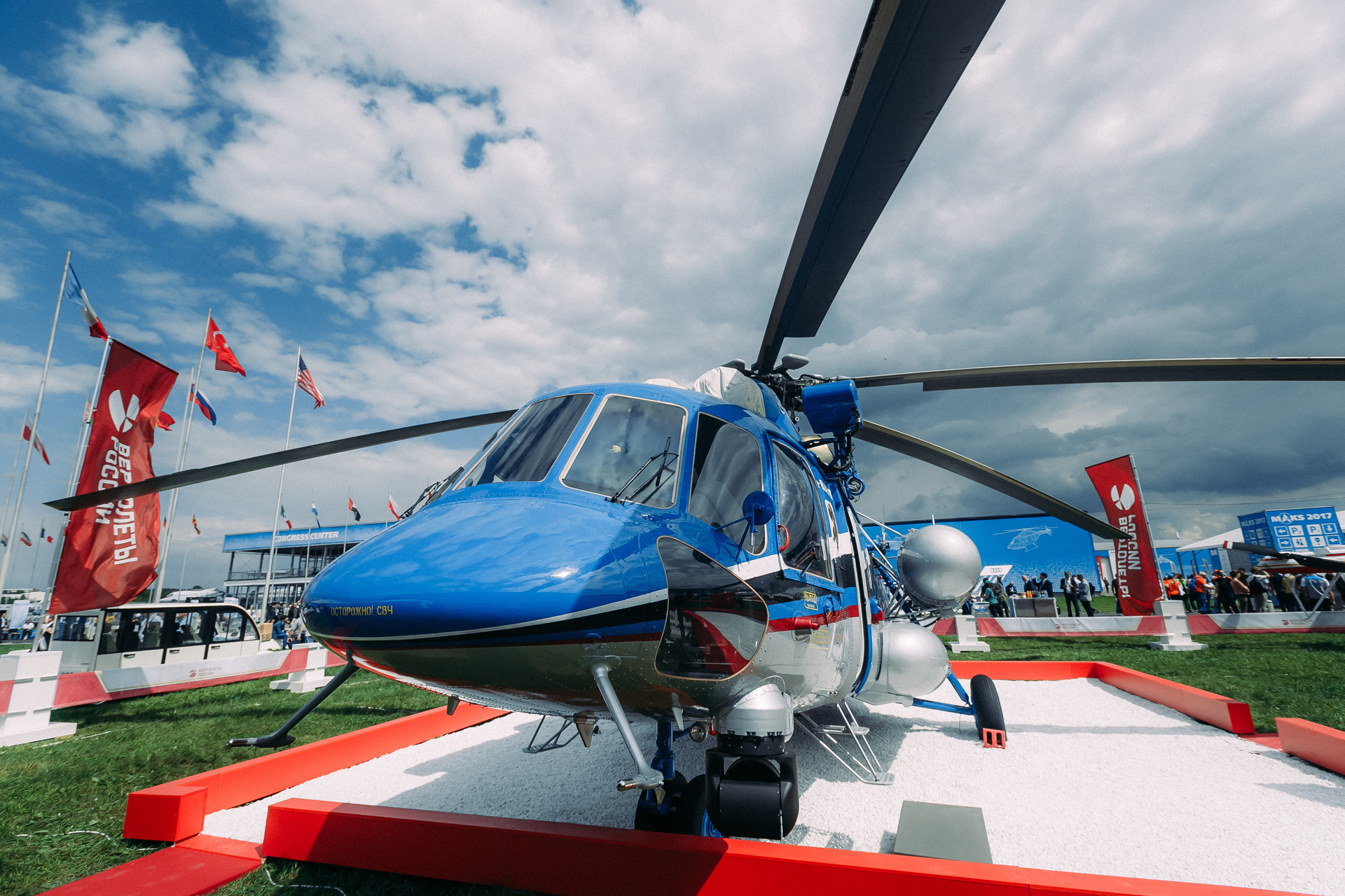 Russian Helicopters and Gazprombank Leasing signed a contract to supply 10 Mi-8AMT for Norilsk Avia